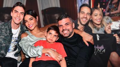 EN FOTOS: Alejandra Espinoza y su familia disfrutan el esperadísimo estreno de Reina de la Canción con esta divertida viewing party
