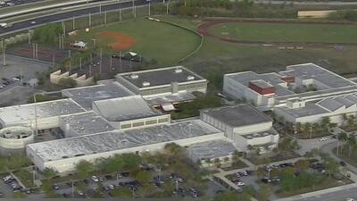 Tras amenazas de tiroteo, estudiantes de una secundaria en Miami Lakes asisten a clase bajo fuertes medidas de seguridad