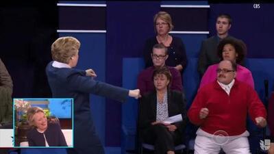 El 'baile' de Hillary Clinton con el famoso Ken Bone en pleno debate presidencial