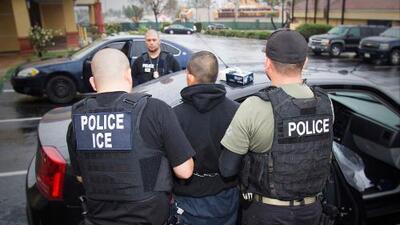 Lo que debes saber hoy, Abr 18: ICE bloqueado por Nueva York, cobro por bolsas de papel, y brote de salmonella y listeria
