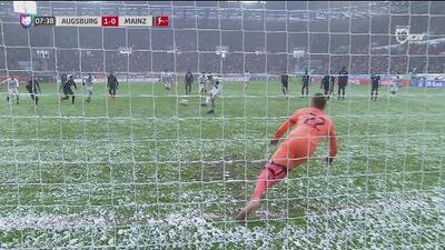 Finnbogason adelanta al Augsburgo de penal 1-0 sobre el Mainz 05
