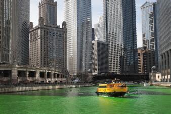 En fotos: El río Chicago se tiñe de verde en el día de San Patricio