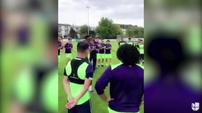Djaniny Tavares y su baile de bienvenida en el entrenamiento del Al-Ahli