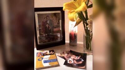 Sharis Cid le dedica 'Las mañanitas' a su asesinado compañero, en el que habría sido su cumpleaños 50