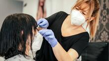 Detectar señales de violencia: trabajadores de belleza en Nueva York se entrenan para ayudar a sus clientes