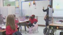 """Expertos dicen que no hacer obligatorio uso de las mascarillas dentro de las escuelas es """"muy irresponsable"""""""