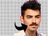 El nuevo bigote de este famoso tiene a internet dividido