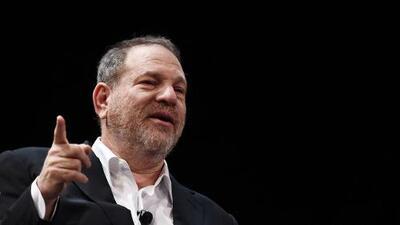 Una exasistente de Weinstein demanda al productor por dictar emails desnudo y obligarla a limpiar su semen