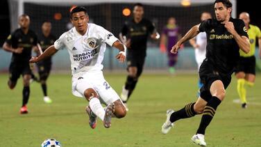 El mexicoamericano Julián Araujo, del Galaxy, pretendido por Tottenham