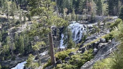 Muere mujer al caer de una cascada de 150 pies de altura mientras intentaba tomar una foto