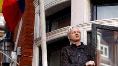 Seis años encerrado en una embajada: así es la vida de Julian Assange