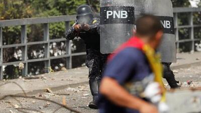 En un minuto: Tensión en Venezuela tras reconocimiento de Trump a Guaidó como presidente