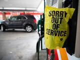 Para evitar escasez de gasolina tras ciberataque al oleoducto, el gobierno relaja temporalmente medidas medioambientales