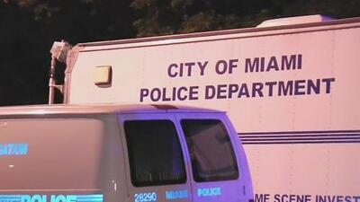 Un hombre apuñala a su pareja y se enfrenta a las autoridades en Miami