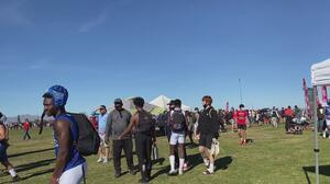 Cuestionan la cantidad de personas reunidas en un torneo de fútbol americano en los 'campos de la 99'