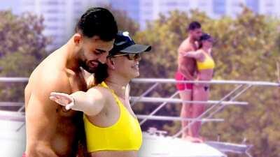 Britney Spears recrea con su novio la escena más memorable de 'Titanic'