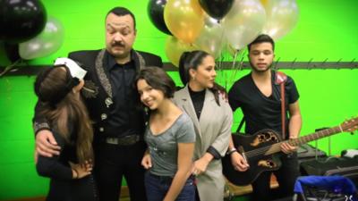 Mira a Pepe Aguilar celebrar su cumpleaños en la última entrada de su vlog