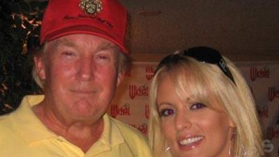 La actriz porno Stephanie Clifford contactó en 2016 con varios medios para contar su relación sexual con Trump y días antes de las elecciones se echó para atrás