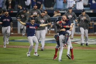 En fotos: Así fue el festejo de los Red Sox en Dodger Stadium tras proclamarse campeones