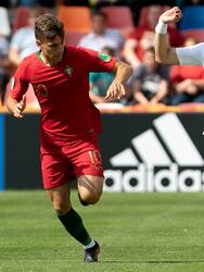 Bielsko-biala (Poland), 25/05/2019.- Miguel Luis (L) of Portugal and Lee Jae-ik (R) of South Korea in action during the FIFA Under-20 World Cup 2019 group F soccer match between Portugal and South Korea in Bielsko-Biala, Poland, 25 May 2019. (Mundial de Fútbol, Corea del Sur, Polonia) EFE/EPA/Hanna Bardo POLAND OUT