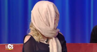 La modelo italiana atacada con ácido descubre su rostro en TV