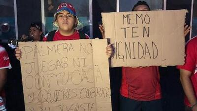 Aficionados del Veracruz se manifiestan contra ex jugadores del equipo