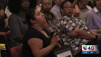 Comunidad hispana se reúne con la policía de Charlotte para discutir el asesinato de un hombre