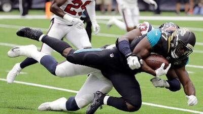 Fournette brilla en su debut; Jaguars aplastan a Texans
