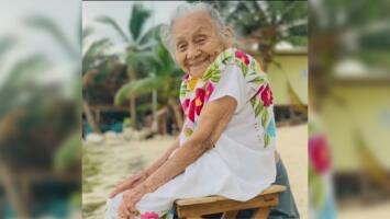 Cumple 97 años una abuela mexicana y conoce por primera vez el mar; su reacción se volvió viral