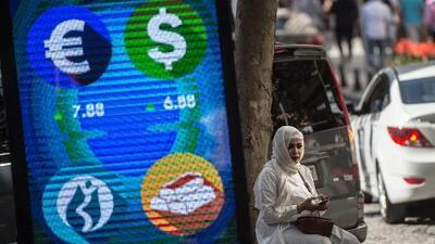 La economía de Turquía estaba al borde del precipicio y un tuit de Trump terminó de empujarla