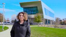 """""""Quiero enseñar a los niños de mi barrio un camino claro para llegar a la universidad"""", afirma una arquitecta de Gage Park"""