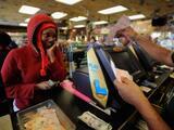 ¡Revisa tu cartera! Buscan al ganador de 26 millones de dólares por boleto de lotería