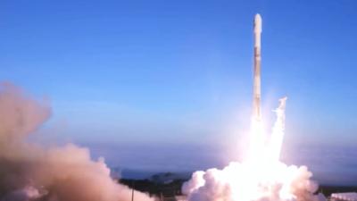 SpaceX pone en órbita 10 satélites de comunicaciones en otro exitoso lanzamiento de su cohete Falcon 9