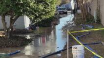 """""""Es muy difícil"""": familias de un complejo de apartamentos en Plano lidian con problemas en el servicio de agua"""