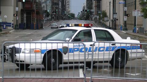 Investigan la muerte de un hispano sospechoso de asalto a manos de un oficial del condado de Harris