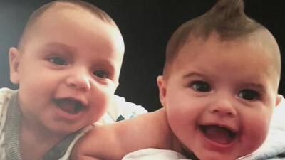 Mellizos de un año de edad mueren en Nueva York tras ser dejados por su padre durante ochos horas en un vehículo
