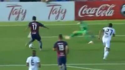 Un ídolo: con 14 años, este joven hizo este golazo en pleno clásico del fútbol de Paraguay