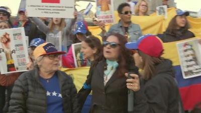 """Venezolanos en San Francisco alzan la voz en apoyo a la """"Operación libertad"""""""