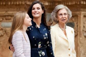 La reina Letizia de España y doña Sofía vuelven al lugar del manotazo: así fue la misa de Pascua esta vez