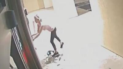 Revelan imágenes de la sospechosa de robar botox en dos negocios de productos estéticos de Sugar Land