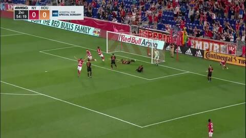 Alex Muyl pone medio gol y Brian White la manda a guardar, NY Red Bulls 1-0 Houston Dynamo