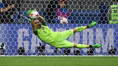 """Claudio Bravo: """"Pasamos a la final pero todavía no celebramos, la meta es el título"""""""