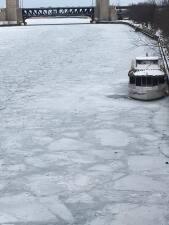 Estas imágenes del Río Chicago congelado te dejarán frío