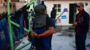 Freno al asilo de migrantes y otras fallas de EEUU en 2020: informe