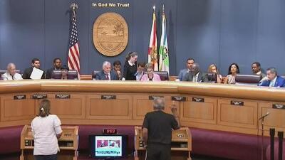Comisión de Miami-Dade inicia sesiones en medio de tenso clima tras la reelección de cinco miembros