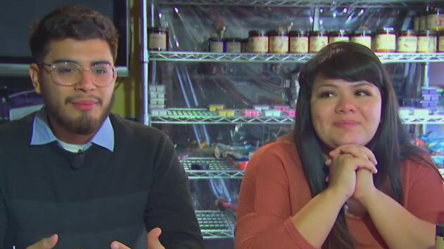 ¿Velas con olor a mazapán, pan dulce o Vick Vaporub? Así fue como estos hermanos comenzaron este singular negocio