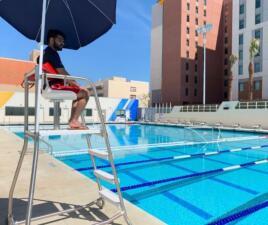 Piscinas, una gran alternativa para escapar del agobiante calor en el Área de la Bahía (fotos)