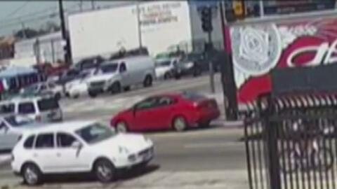 Ofrecen recompensa por información del conductor que atropelló mortalmente a un ciclista en Los Ángeles