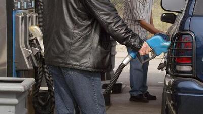 Gasolina en Illinois incrementó 34 centavos en un mes