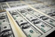 """El paquete de alivio económico de Biden de $1.9 billones contempla cheques de estímulo de 1,400 dólares por adulto y 3,000 dólares de crédito tributario por cada niño. El representante federal por Illinois, Chuy García, asegura que este proyecto de ley es """"histórico""""."""